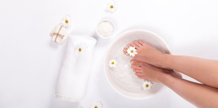 5 huiles essentielles anti jambes lourdes