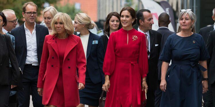 Photos - Brigitte Macron et Mary du Danemark, toutes les deux en rouge et ultra chic