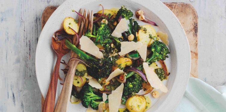 Salade chaude de pousses de brocolis, pommes de terre nouvelles et Parmigiano Reggiano