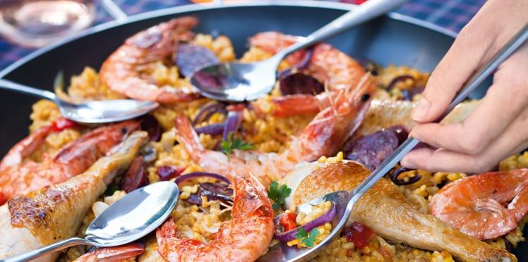 Paella aux crevettes et poulet