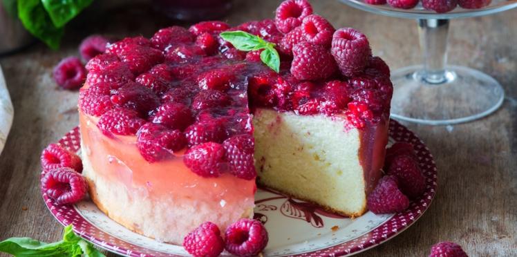 Gâteau mousseline aux framboises et à l'eau de rose