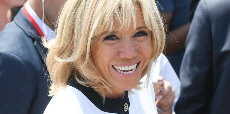Photos - Brigitte Macron, superbe en doré pour soutenir les Bleus !
