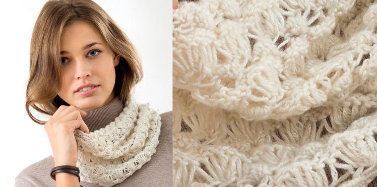 Modèle de tricot gratuit : le snood en maille dentelle