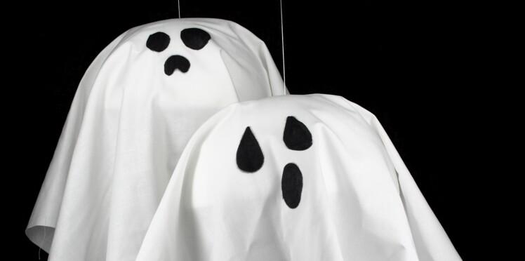 Déco d'Halloween à faire soi-même facile et rapide: des fantômes à suspendre