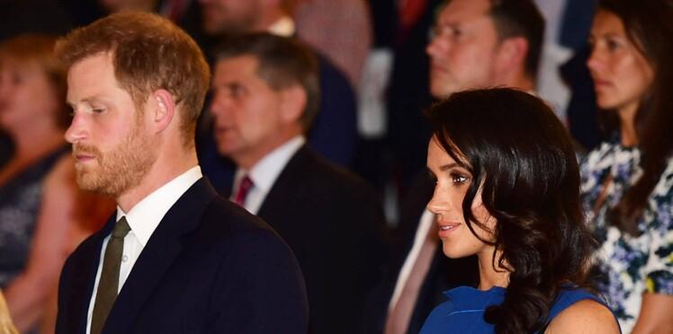 Le prince Harry, en larmes au côté de Meghan, réconforte la mère d'un ami décédé