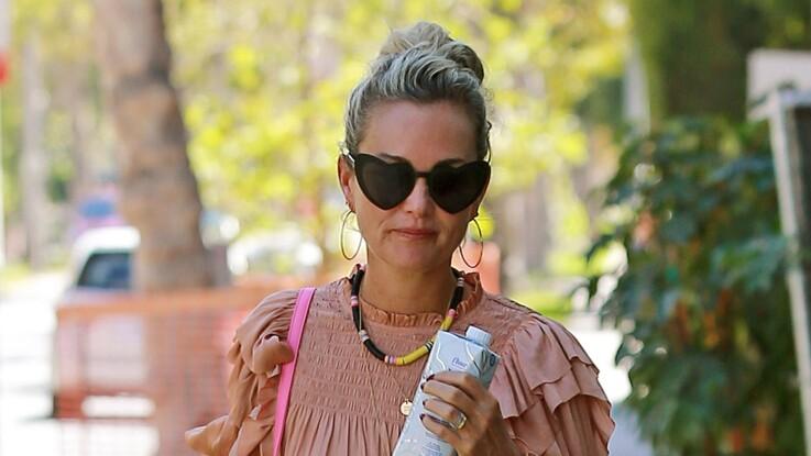 Photo - Laeticia Hallyday : sa tenue portée sans soutien-gorge fait parler