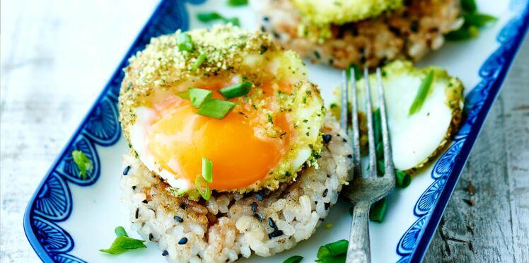 Palet de riz snacké et œuf mollet pané