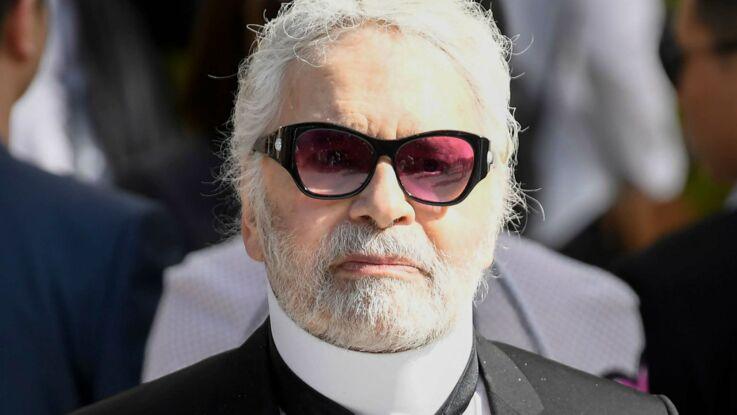 Photo - Karl Lagerfeld, affichant quelques kilos en plus, pose sans lunettes