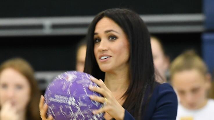 Vidéo – Quand Meghan Markle joue au basket… en talons hauts