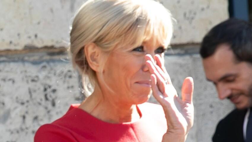 PHOTOS - Brigitte Macron : son look ultra-chic en petite robe rouge