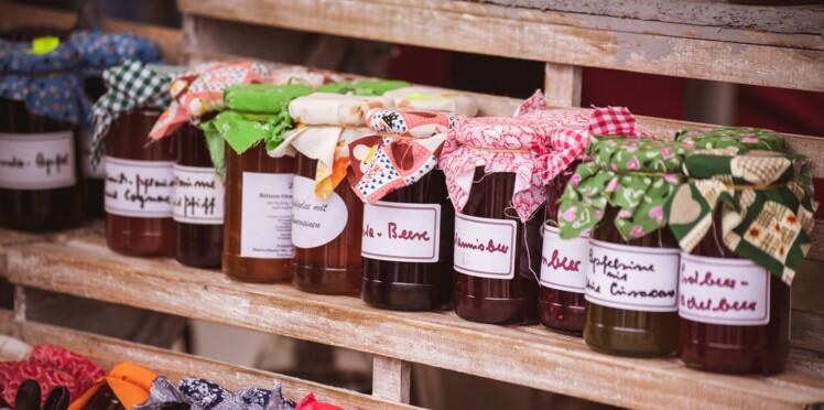 Comment enlever des étiquettes collées sur les pots et bouteilles ?