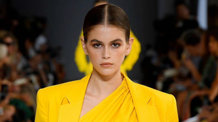 Photos - Kaia Gerber, la fille de Cindy Crawford, défile à Paris et choque par sa maigreur