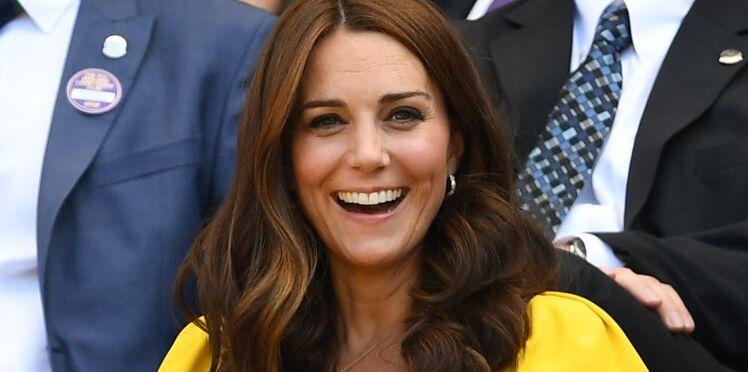 PHOTOS - Kate Middleton : son look casual parfait à l'occasion de sa première sortie officielle depuis son congé maternité