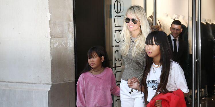 Photos - Laeticia Hallyday fait du shopping à Paris avec ses filles Jade et Joy