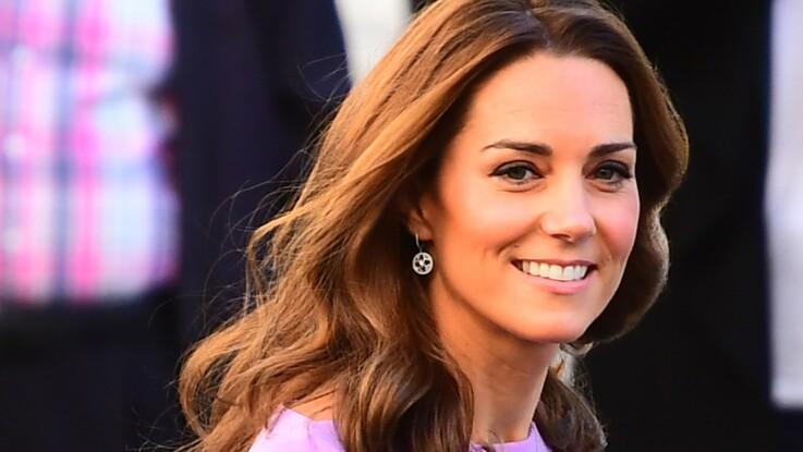 PHOTOS - Kate Middleton : elle adopte une top tendance de la saison, et rajeunit son style !