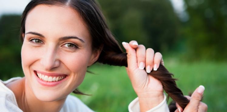 Beaux cheveux : et si vous misiez sur les shampooings naturels ?