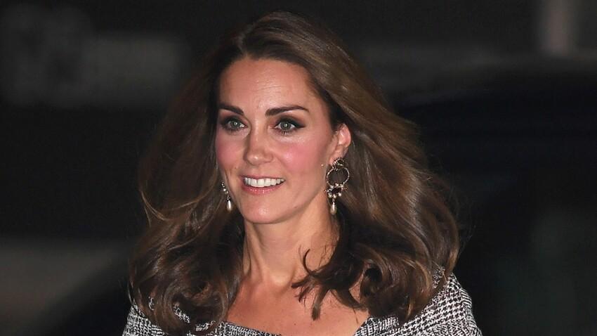 PHOTOS - Royal wedding : Kate Middleton irrésistible en robe fuchsia (on adore !)