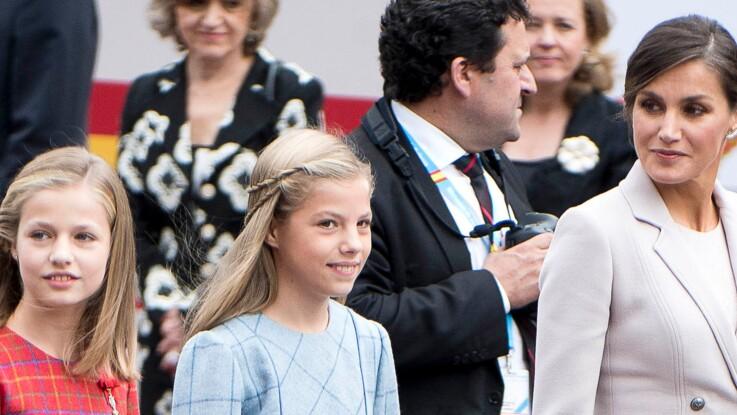 PHOTOS - Letizia d'Espagne, très élégante pour la fête nationale espagnole, avec ses deux filles (très chic aussi !)
