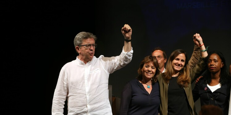 Perquisition de la police chez Jean-Luc Mélenchon: il filme la scène et la poste sur facebook