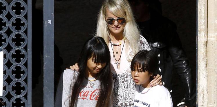 Laeticia Hallyday : sa visite bouleversante sur la tombe de Charles Aznavour avec Jade et Joy