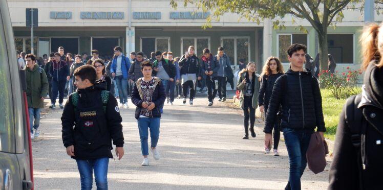 """Enseignante braquée par un lycéen : mis en examen, il dit l'avoir menacée """"sur le ton de la rigolade"""""""