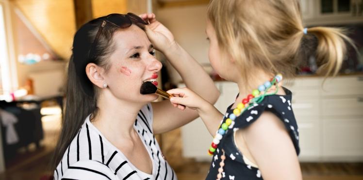 Halloween : quand les enfants maquillent les parents