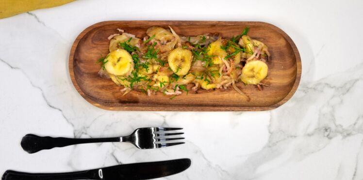 Bananes sautées, oignons, persil et lardons