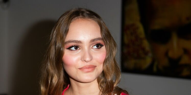 Photos - Lily-Rose Depp topless en couverture de magazine : la fille de Vanessa Paradis fait sensation