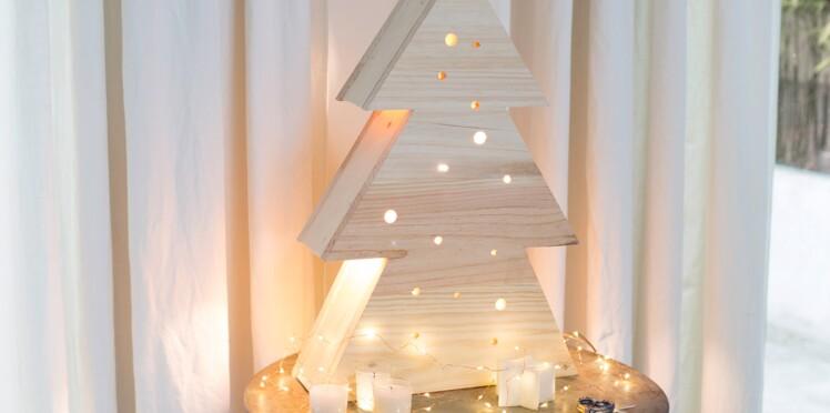 d coration de no l fait main une lampe en bois en forme. Black Bedroom Furniture Sets. Home Design Ideas