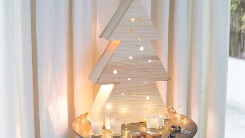 Décoration de Noël fait main : une lampe en bois en forme de sapin