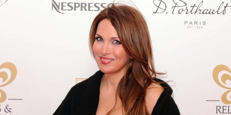 Hélène Ségara amincie : elle affiche un look chic et raffiné