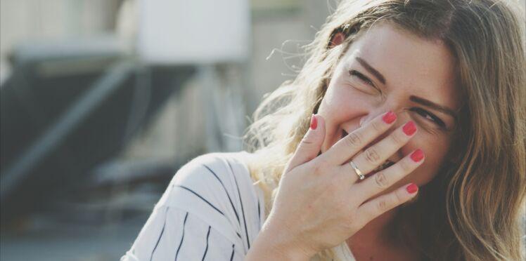 """Dents vernies : connaissez-vous la tendance """"rainbow teeth"""" ?"""