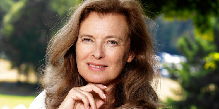 PHOTOS - Valérie Trierweiler adopte une nouvelle coupe de cheveux