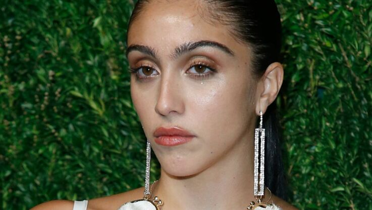 Lourdes, la fille de Madonna, sexy dans une mini robe transparente (on voit tout !)