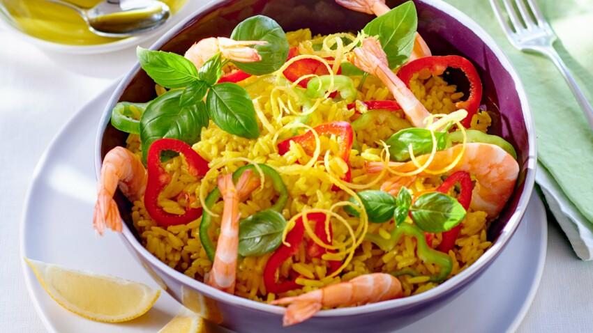 Salade de riz safrané aux crevettes et poivrons
