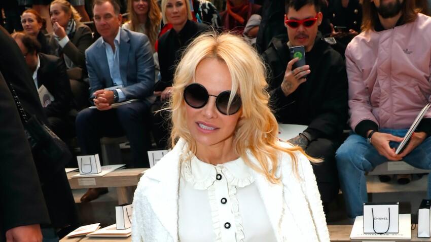 Photos - Très sexy, Pamela Anderson pose en lingerie après son élimination de Danse avec les stars