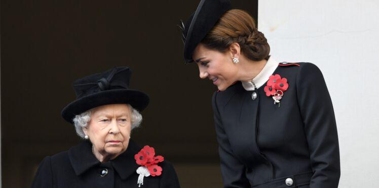 Photos - Kate Middleton proche de la reine Élisabeth II pour le centenaire de l'armistice, Meghan Markle en retrait