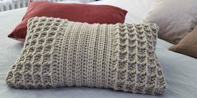 Crochet gratuit : le coussin au point gaufré