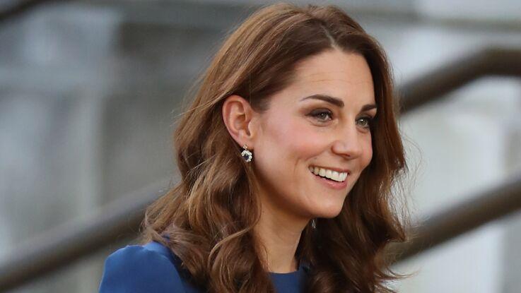 Kate Middleton électrique en bleu, elle ressort sa pièce fétiche !