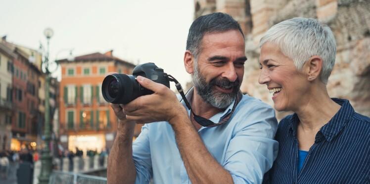 Célibataire à 50 ans : comment retrouver l'amour en ligne