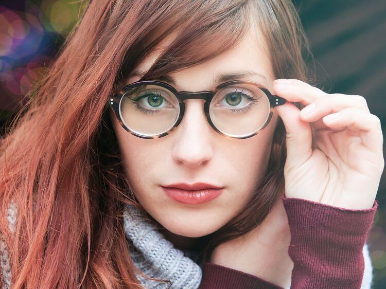 3d2c06b425 Lumière bleue, protection UV, anti-reflets… nos conseils pour bien choisir  ses verres de lunettes : Femme Actuelle Le MAG