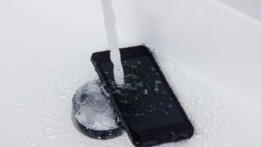 Une adolescente meurt électrocutée en faisant tomber son téléphone portable dans son bain