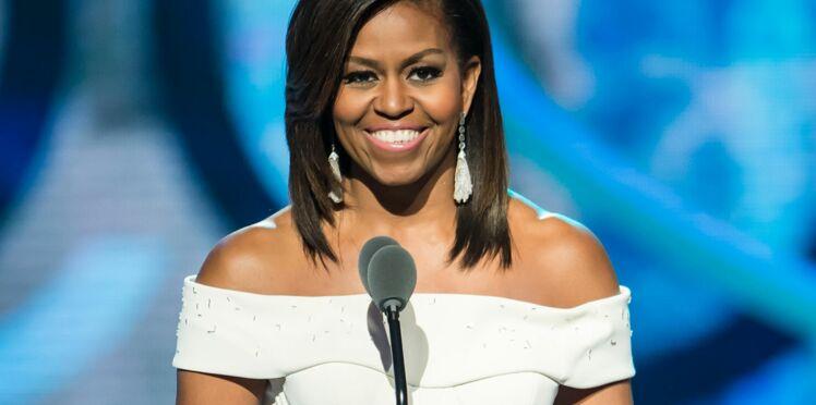 Photos : Michelle Obama pose avec sa chevelure naturelle frisée et elle est superbe