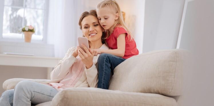 Pourquoi faut-il arrêter de chercher la réponse sur son smartphone quand un enfant pose une question ?
