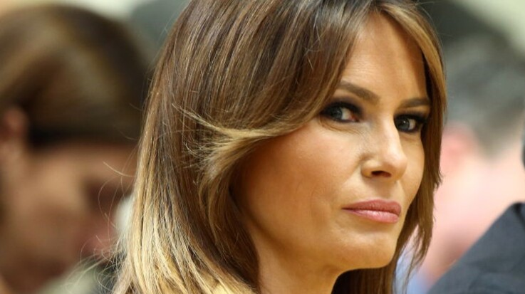PHOTOS - Melania Trump, sublime dans un long manteau cape (on adore et on s'en inspire !)