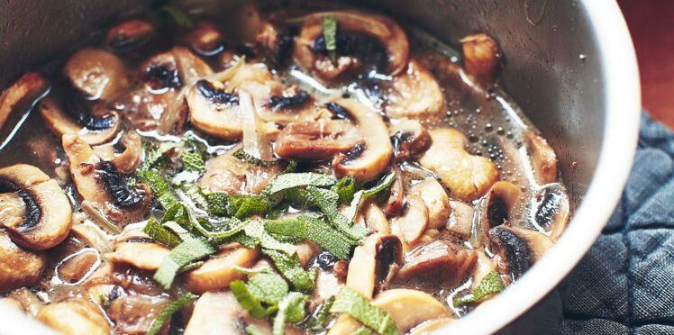 Velouté de champignons de paris à la sauge
