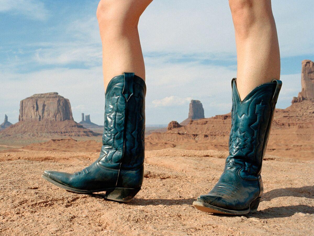 Santiags : comment les porter sans ressembler à un cowboy