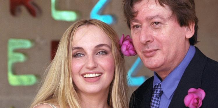 """Mort d'Alain Bashung : Chloé Mons """"soupçonnée du pire"""" ? La chanteuse réagit"""
