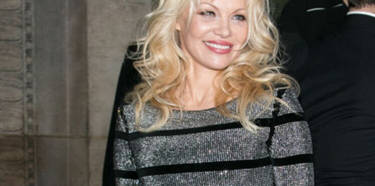 Pamela Anderson, 51 ans, plus bimbo que jamais enchaîne les tenues dénudées