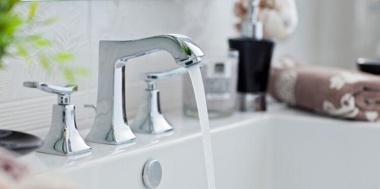 L'astuce pour enlever le calcaire incrusté sur les robinets